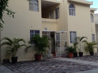 Nice Condo with Internet Access and A/C - Cancun vacation rentals