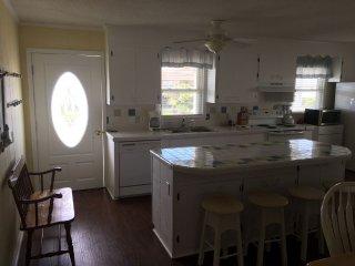 Nice 4 bedroom House in Holden Beach with Deck - Holden Beach vacation rentals