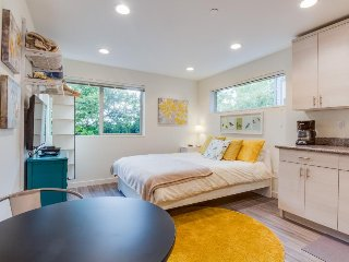 Cozy, dog-friendly studio in a great urban setting, close to the sights! - Seattle vacation rentals