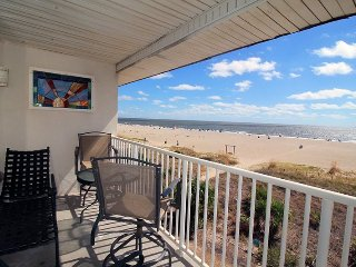 Ocean Song Condominiums - Unit 334 - Swimming Pools - FREE Wi-Fi - Restaurant - Tybee Island vacation rentals