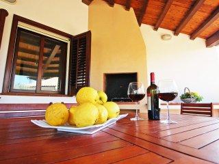 TRA MARE E PISCINA.Villa in complesso residenziale - Cefalu vacation rentals