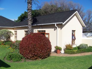 Cottage close to beach, golf courses & mountains - Strand vacation rentals