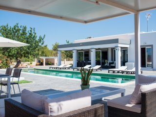 Brand new luxury villa with a stunning pool - San Rafael vacation rentals