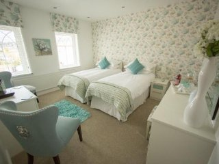 Queen bee and b - The Laura Ashley Twin Rm - Merthyr Tydfil vacation rentals