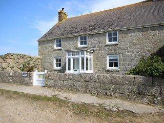 Bright 4 bedroom Porthcurno Cottage with Internet Access - Porthcurno vacation rentals