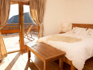 Bright Chalet with Deck and Washing Machine - L'Alpe-d'Huez vacation rentals