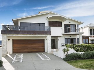 4 bedroom House with Internet Access in Corrimal - Corrimal vacation rentals