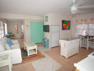 1 Bed Upstairs Apt w Bay Front Views - Key Largo vacation rentals