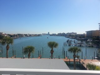 Dockside 203 Large 3 Bedroom Vaulted Ceilings - Clearwater vacation rentals