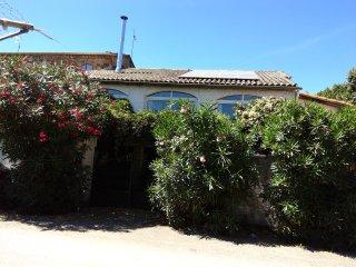 Maison de village sur étage, avec cour et jardin. - Le Martinet vacation rentals