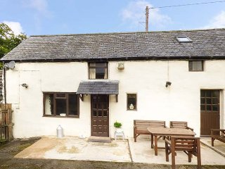 THE LITTLE GOAT, pet-friendly, private patio, easy access to a variety of activities, Corwen, Ref 943261 - Corwen vacation rentals