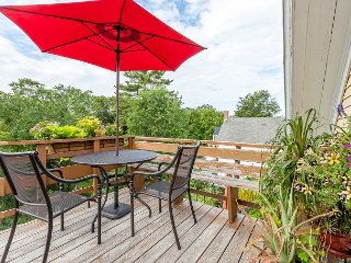 Romantic Crow's Nest Hideaway with Deck and Treetop Vistas – Walk - Boothbay Harbor vacation rentals