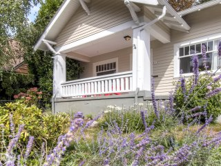1920's Eclectic REMODELED Craftsman Portland Home:  Steps to Restaurants & Fun! - Portland vacation rentals
