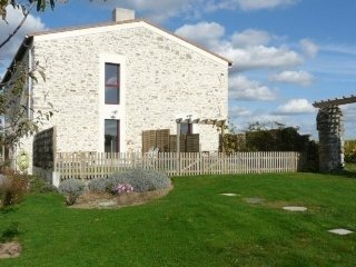 Bright 2 bedroom House in Chateau-Thebaud with Internet Access - Chateau-Thebaud vacation rentals