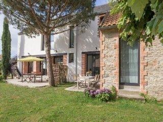 Beautiful 2 bedroom Port-Saint-Père House with Internet Access - Port-Saint-Père vacation rentals