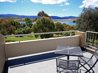 Horizons Executive 524 - Lake Jindabyne Waterfront - Jindabyne vacation rentals