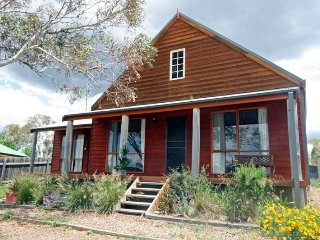 Aarlaur 2 - Loft Style Apartment in Jindabyne - Jindabyne vacation rentals