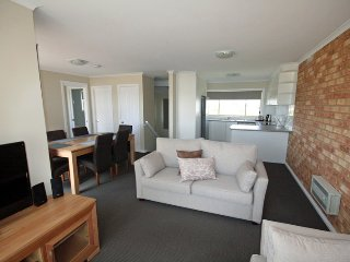 Beloka 9 - Overlooking Lake Jindabyne - Jindabyne vacation rentals