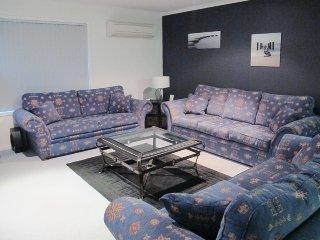 Neve Casa - Snowy Mountain Views - Jindabyne vacation rentals