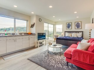 Two condos; dog friendly & super close to stadiums, Pike Place, & ferries. - Seattle vacation rentals