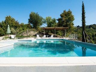 Cherry House - Casolare con piscina e giardino a 15 minuti dal mare - Monterubbiano vacation rentals