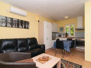 Apartment Annika 5+0 - Postira vacation rentals