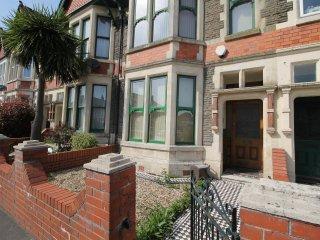 2 bedroom Ground floor Flat with patio - Cardiff vacation rentals