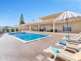 Luxurious villa w/ heated pool and Jacuzzi - Carvoeiro vacation rentals