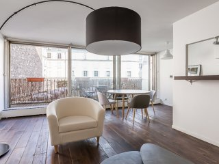 Charming Flat with terrace for 6 - Champs Elysées - Paris vacation rentals
