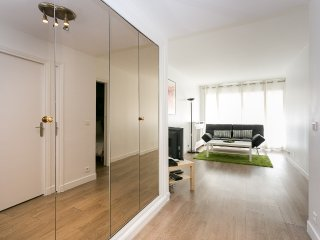 In the heart of Triangle d'or with terass - Paris vacation rentals