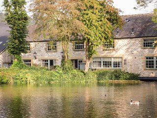 RIVERVIEW MILL RETREAT, town location, off road parking, WiFi, in Bakewell, Ref: 944159 - Bakewell vacation rentals