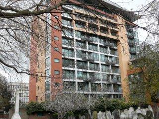 Modern 2 Bed Flat on Split Levels - Old Street - London vacation rentals