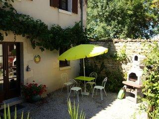Gite L'Ecurie du Logis de Lussais - Chef-Boutonne vacation rentals