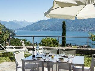 Sunny 3 bedroom Menaggio Apartment with Internet Access - Menaggio vacation rentals