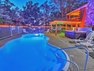 NEW! 6BR Sunrise Beach Private Log Home w/2 Pools, Hot Tub & Dry Sauna - Perfect For Families Gatherings! - Anderson vacation rentals