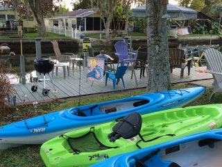 MERMAID BUNGALOW KAYAKS & ADULT BIKES INCLUDED - Weeki Wachee vacation rentals