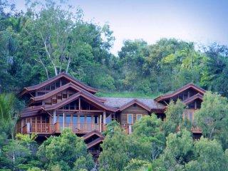 Villa Empat Puluh Dua - 7 Bedrooms with Views - Port Douglas vacation rentals