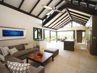 Mahi Mahi - 4 Bedroom Villa in Town with Stunning Views - Port Douglas vacation rentals