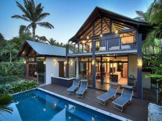 32 Beachfront Mirage - 4 Bedroom Luxury House - Port Douglas vacation rentals