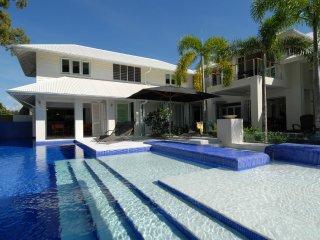 Anjea - 5 Bedroom Luxury House - Port Douglas vacation rentals