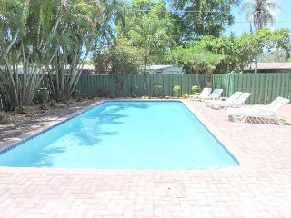 Comfortable 5/3 for 10+ Guests Large Heated Pool, 5 Min to Hollywood  Beach - Hollywood vacation rentals