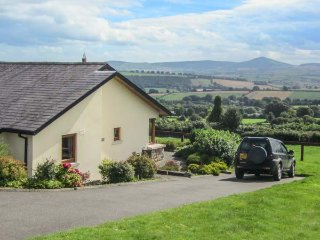 MINMORE FARM COTTAGE, pet friendly, country holiday cottage, with a garden in Shillelagh, County Wicklow, Ref 4413 - Shillelagh vacation rentals