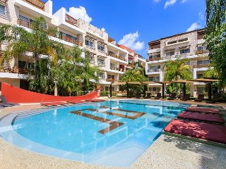 AMAZING CONDO BEAUTIFUL POOL-VIEW FROM BALCONY1 block 5th Av Playa del Carmen - Playa del Carmen vacation rentals