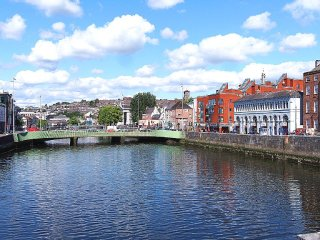 Cork City Square Modern Apartment - 10 Min Walk to City Centre ~ RA90570 - Glanmire vacation rentals