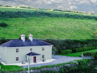 Georgian House, 15 Mins to Cork, Kinsale, Bandon ~ RA90569 - Ballinhassig vacation rentals