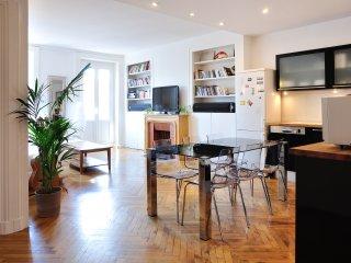 SAXE & THE CITY - 90m², 8ppl, downtown Lyon - Lyon vacation rentals