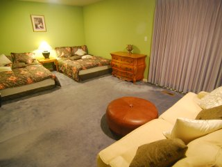 [2B] Huge 2 Queen-Bed Master Suite with Private Bath near Daly City BART Subway - Daly City vacation rentals