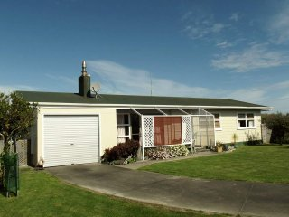 Nice Bed and Breakfast with Balcony and Grill - Wairoa vacation rentals