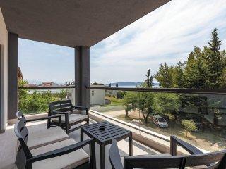 Comfortable 2 bedroom Kastel Luksic House with Shared Indoor Pool - Kastel Luksic vacation rentals