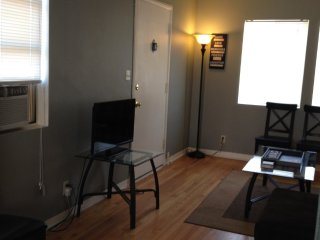 Furnished 1-Bedroom Apartment at Chandler Blvd & N Frederic St Burbank - Champaign vacation rentals